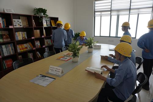 """河西工业园区首个""""职工之家""""揭牌蓝领工人笑开颜"""